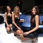 modell_csajok_sportkocsival